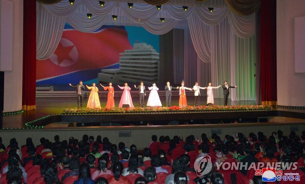 旅日朝鲜人艺术团表演