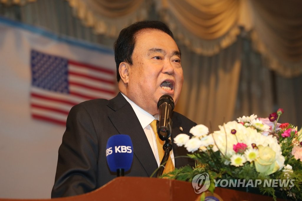 当地时间2月13日,在纽约,正在美国访问的韩国国会议长文喜相出席与当地韩侨的座谈会并发表致辞。(韩联社)