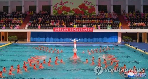 朝鲜花泳表演庆光明星节