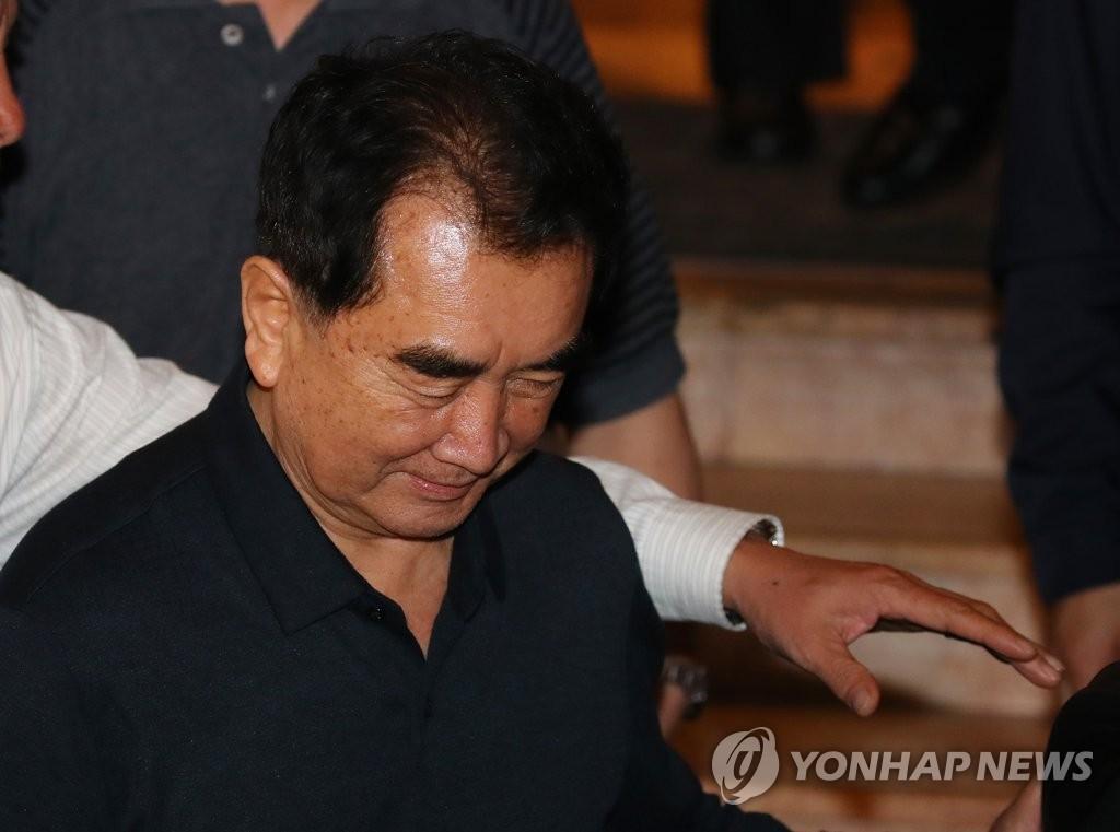 朝鲜高官走出河内酒店