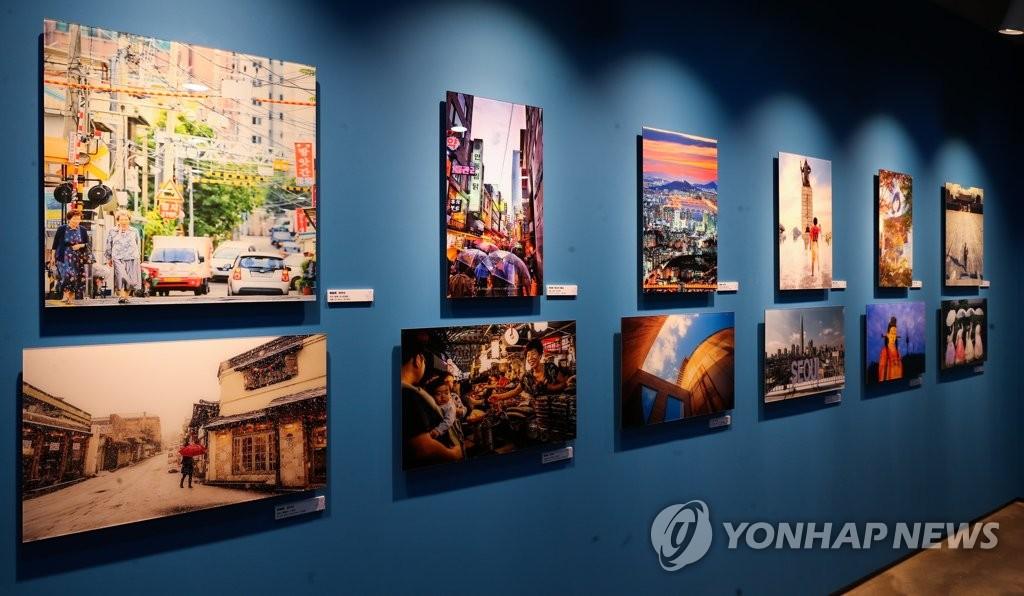 """2月18日下午,""""2019欢乐春节——韩中旅游摄影展""""在首尔中国文化中心举行。(韩联社)"""
