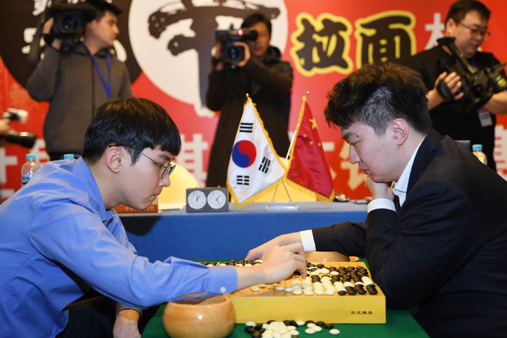 资料图片:朴正焕(左)对阵党毅飞。 韩国棋院供图(图片严禁转载复制)
