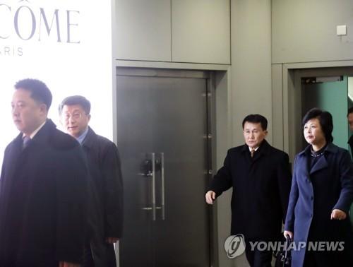朝鲜高官启程赴河内