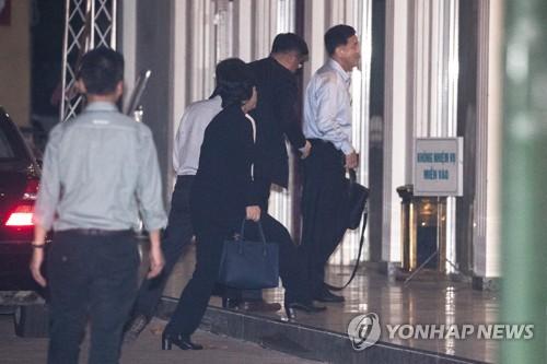 朝鲜对美代表一行抵越南