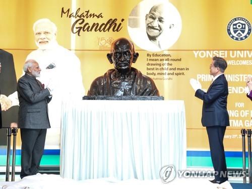 甘地胸像揭幕