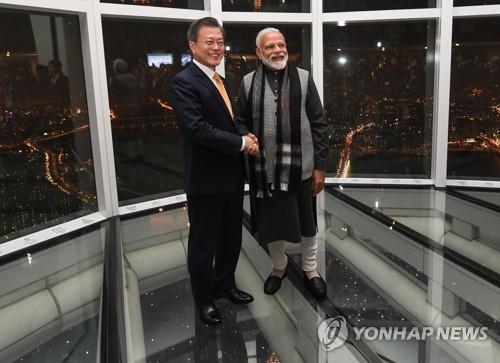 韩印领导人登首尔最高楼