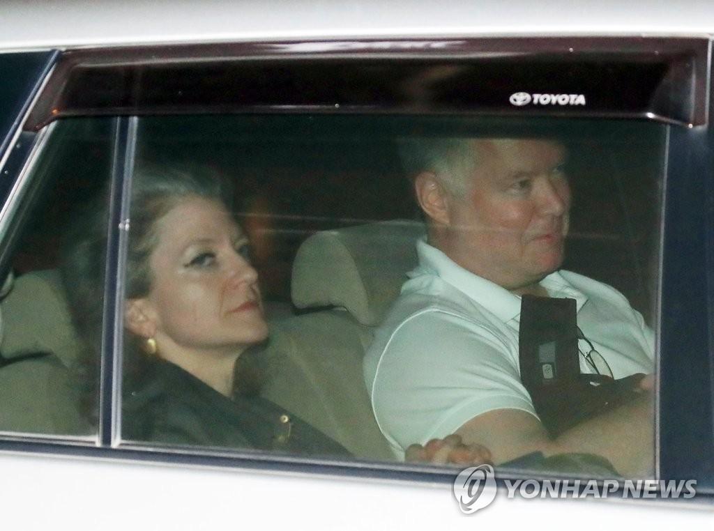 美对朝代表离开使馆