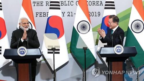 韩印首脑共同会见记者