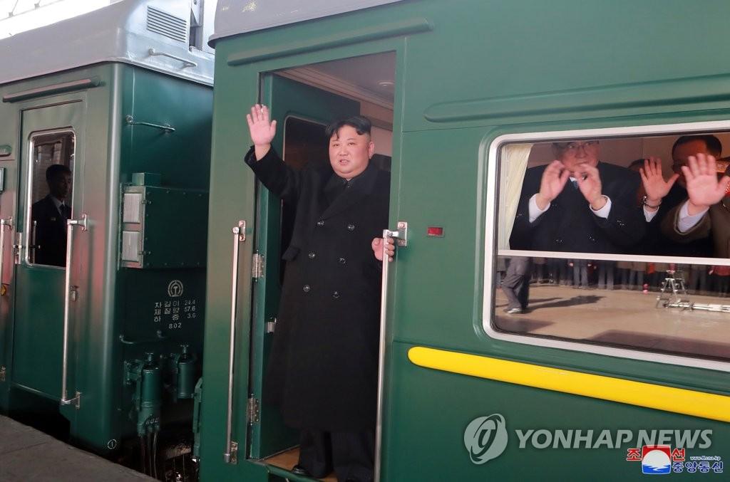 朝媒报道金正恩专列驶往河内消息