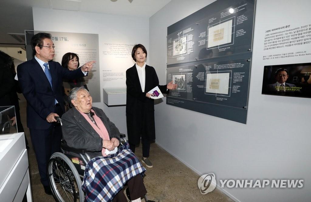 慰安妇受害者参观三一运动纪念展