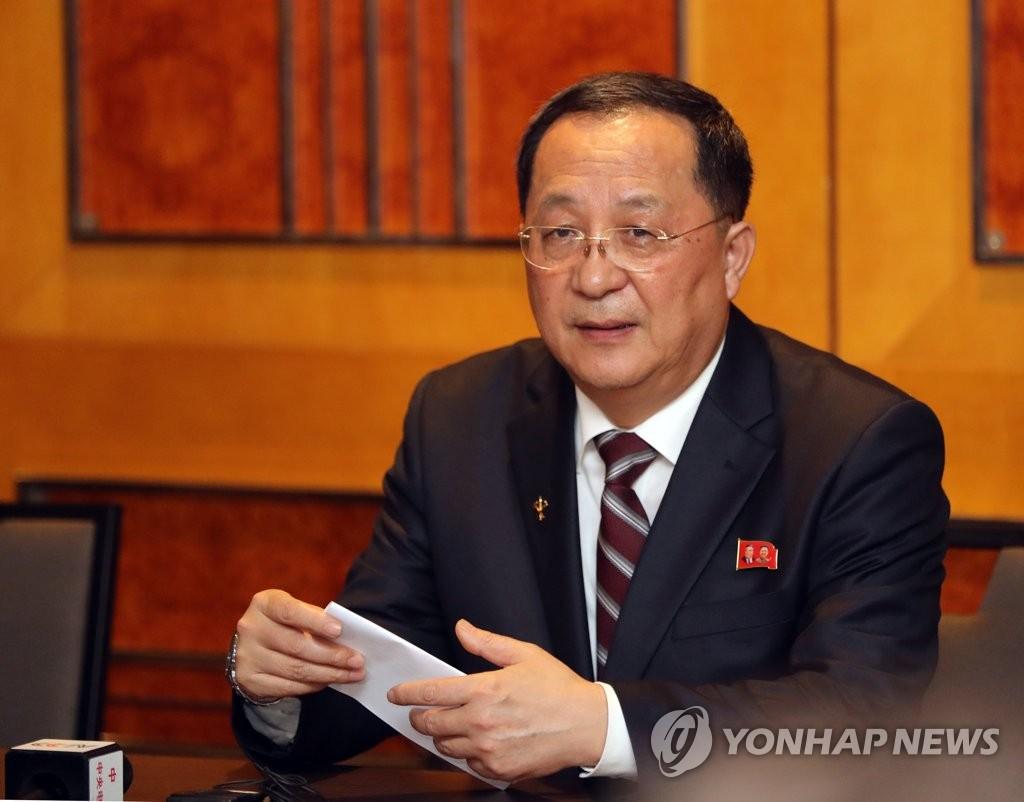 3月1日,在河内美利亚酒店,朝鲜外相李容浩召开记者会就前一天的金特会发表立场。(韩联社)