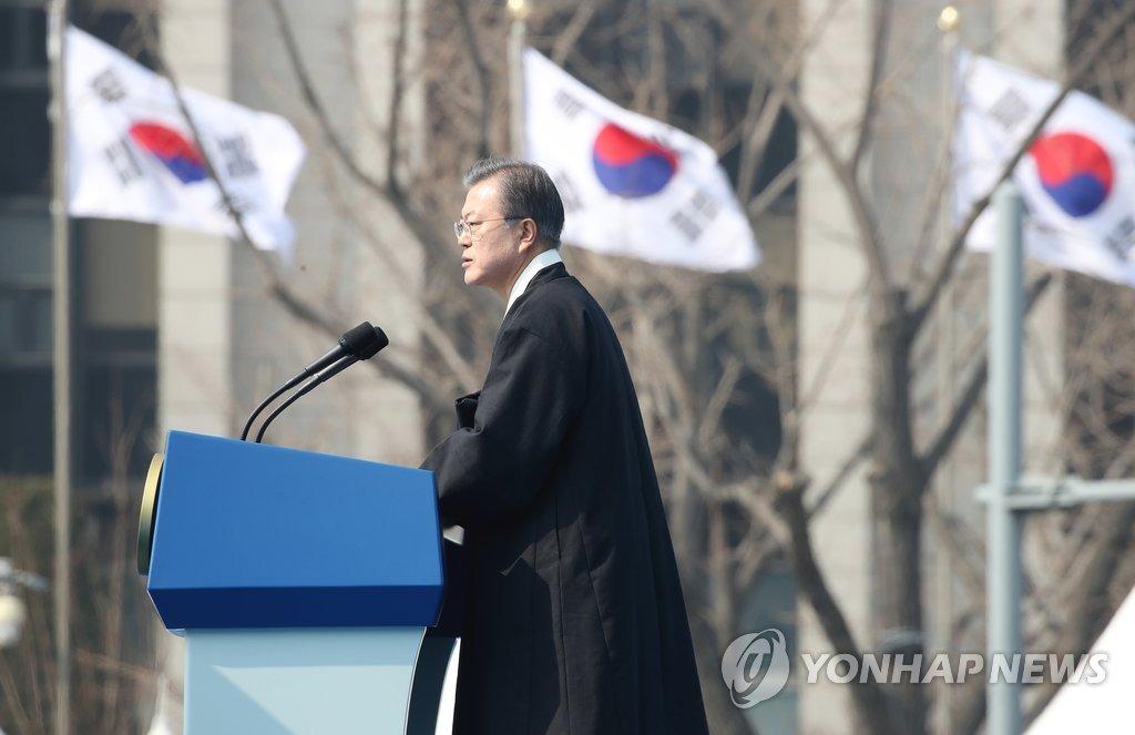 3月1日,文在寅出席在首尔光化门广场举行的三一运动百周年纪念仪式并致辞。(韩联社)