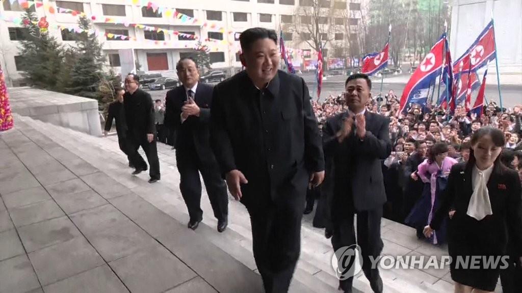 金正恩前往投票站