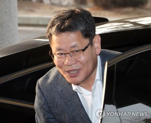 韩新任统一部长官金炼铁就职