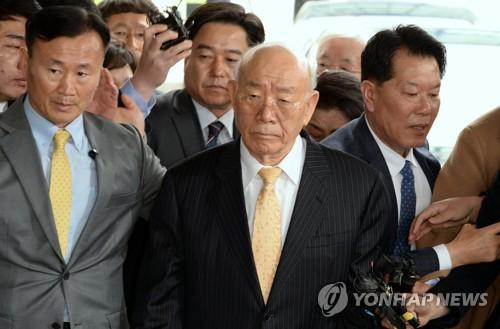 韩法院开始审理前总统全斗焕损害民运参加者名誉案