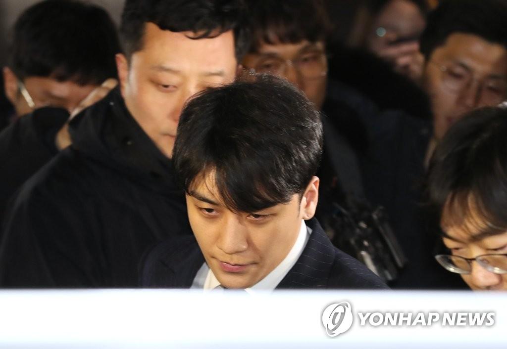 郑俊英胜利受讯结束 均将手机上交警方