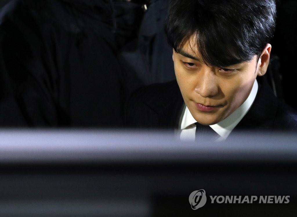 韩警方昨再传唤胜利调查色情招商案