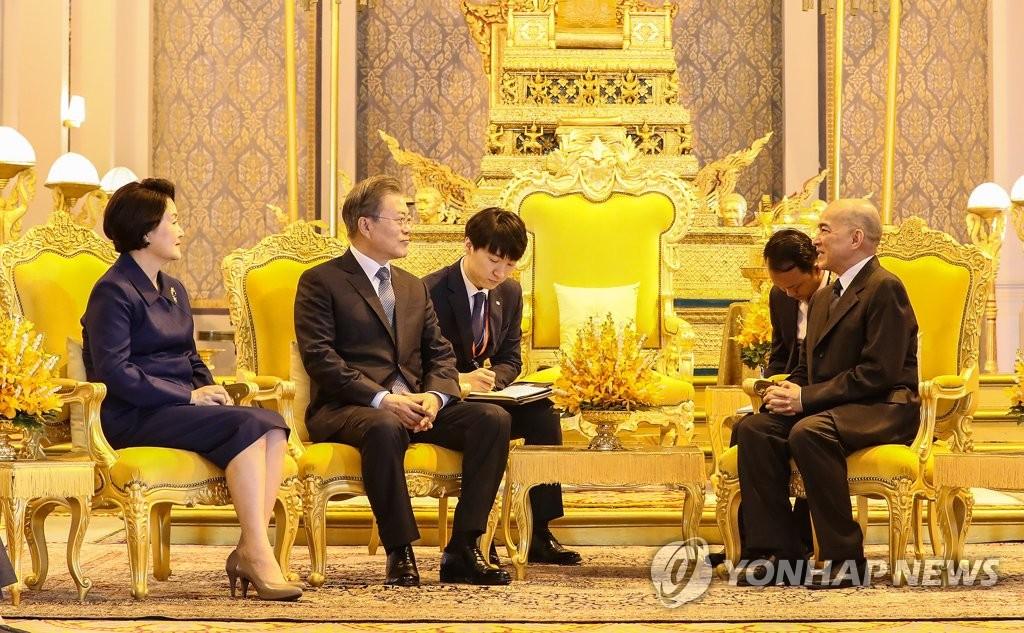 文在寅会见柬埔寨国王