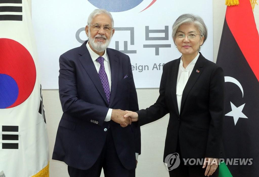 韩利外长在首尔举行会谈