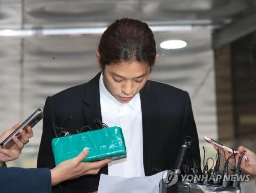 郑俊英朗读道歉信