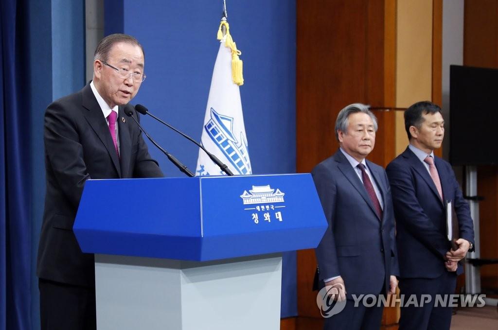 3月21日下午,在青瓦台,潘基文拜会总统后就出任治霾委员长表态。(韩联社)