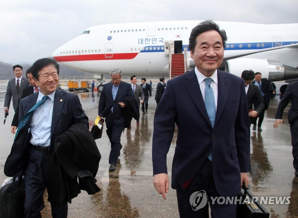 资料图片:3月30日下午,在城南市首尔机场,结束访华之旅的李洛渊飞抵韩国。 韩联社