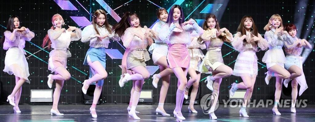资料图片:2月17日,女团IZ*ONE举行新辑抢听会。 韩联社