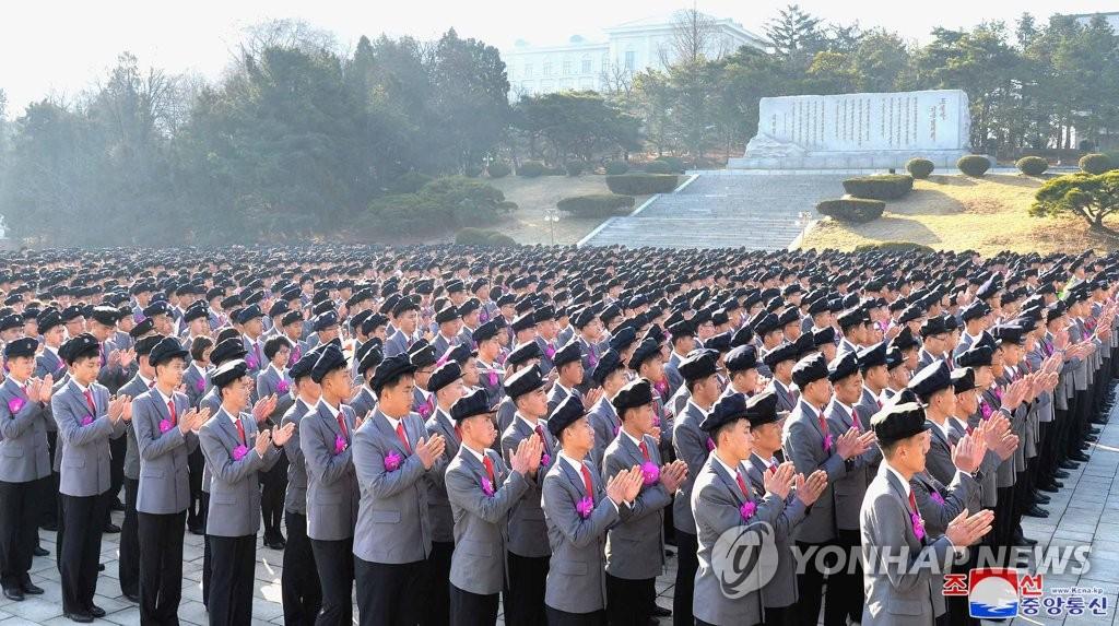资料图片:据朝中社报道,4月1日,朝鲜各地的学校举行开学典礼。 韩联社/朝中社(图片仅限韩国国内使用,严禁转载复制)