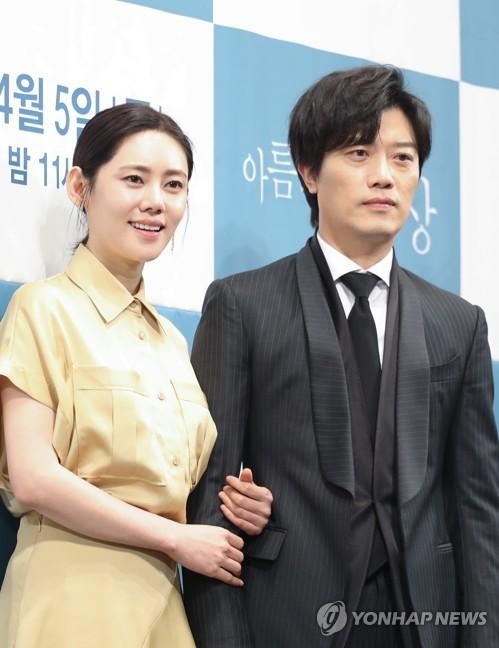 演员朴熙顺秋瓷炫