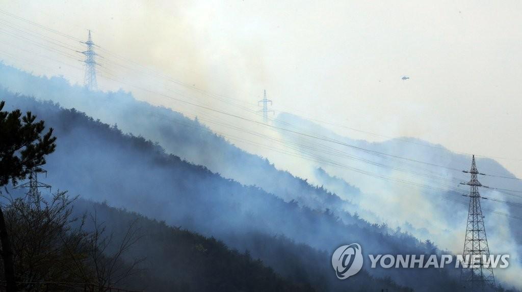 韩国东部地区大规模山火基本扑灭