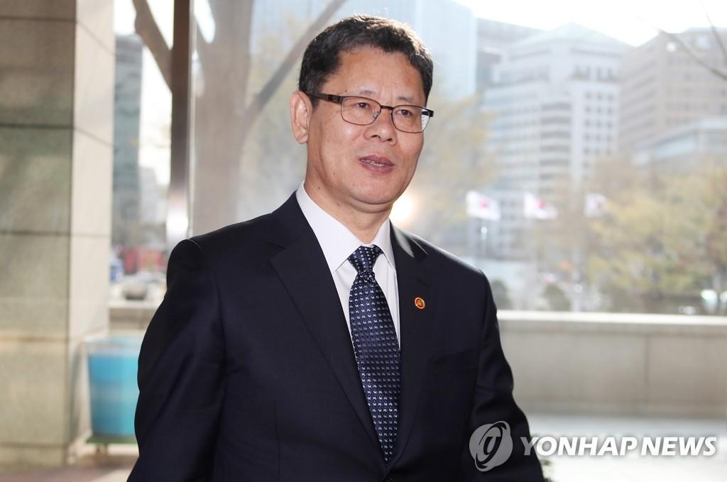 资料图片:统一部长官金炼铁(韩联社)