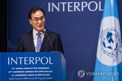 韩国首次与国际刑警组织开展境外追逃行动