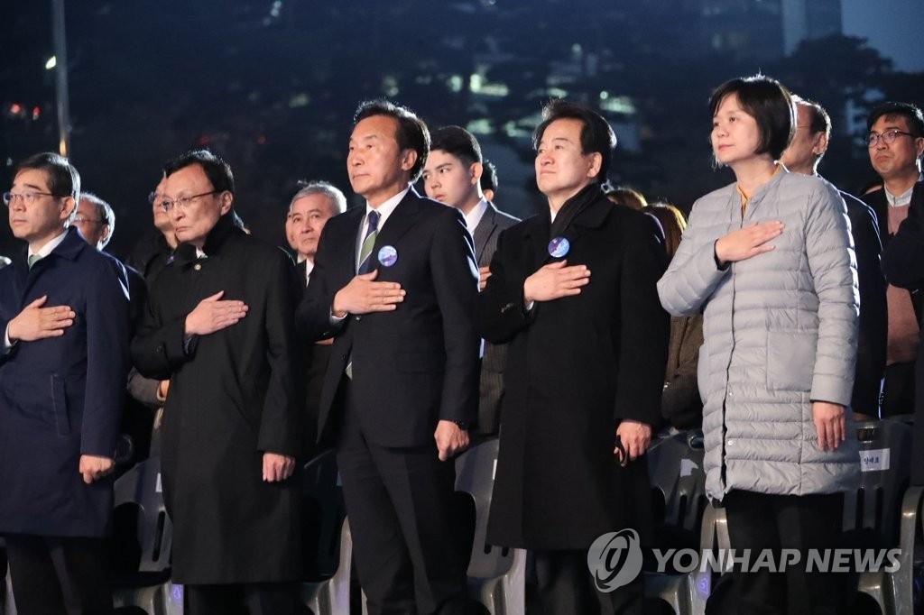11日19点19分,在首尔汝矣岛公园文化广场,各界代表出席大韩民国临时政府成立100周年国民参与型庆祝活动。(韩联社)