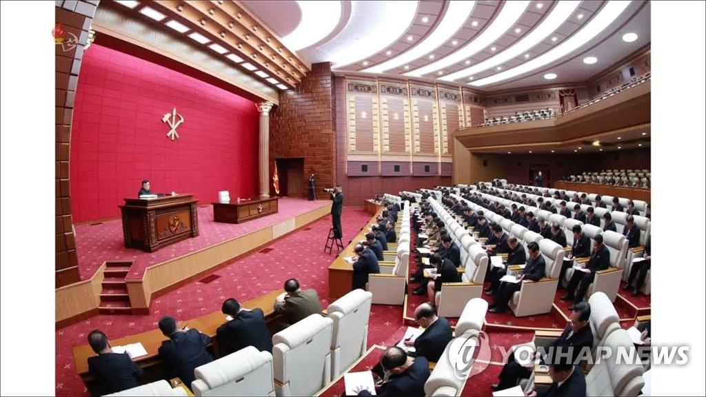资料图片:这是朝鲜中央电视台4月11日公开的劳动党七届四中全会现场。 韩联社/朝鲜央视(图片仅限韩国国内使用,严禁转载复制)