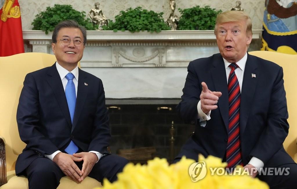文在寅(左)和特朗普(韩联社)