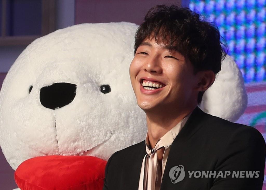 4月12日,在首尔汝矣岛康莱德酒店,演员Jisoo出席视频网站奈飞(Netflix)新剧《因为初恋是第一次》发布会。(韩联社)