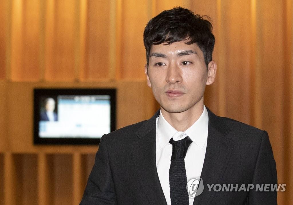 韩国速滑名将李承勋殴打队友被禁赛一年