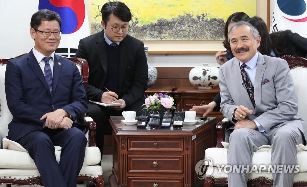 韩统一部长官会见美国大使