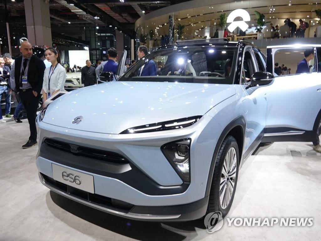 资料图片:4月16日,蔚来ES6车型在2019上海车展上亮相。 韩联社
