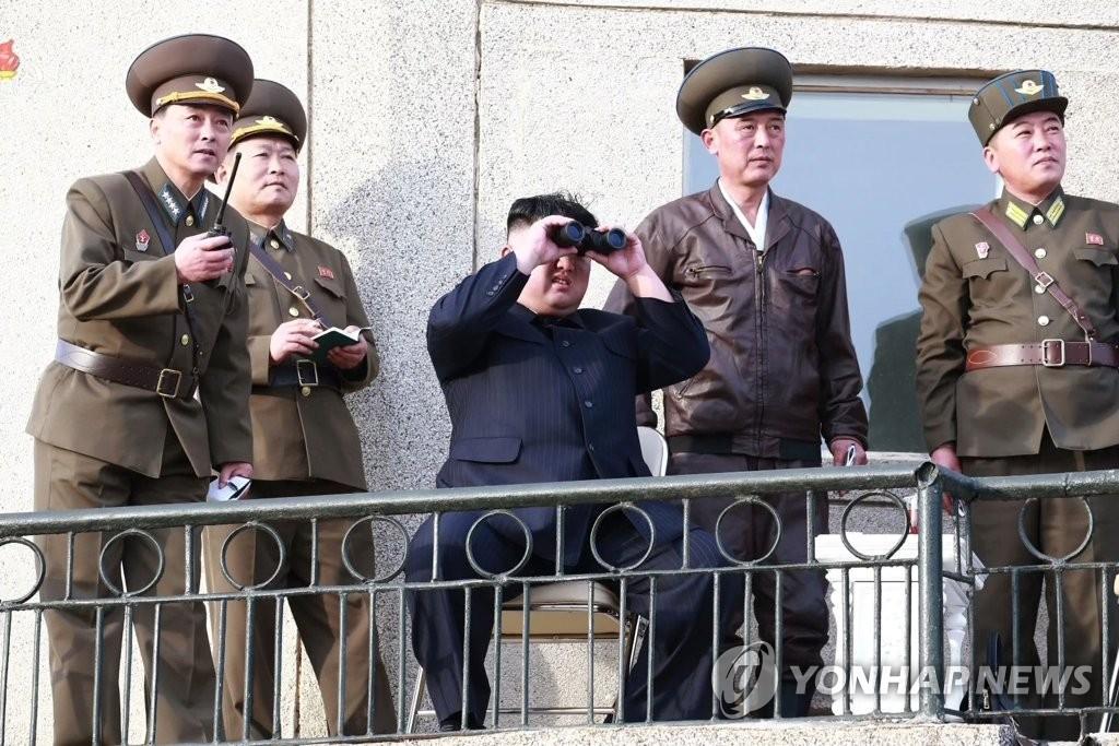 简讯:金正恩指导新型战术制导武器射击试验