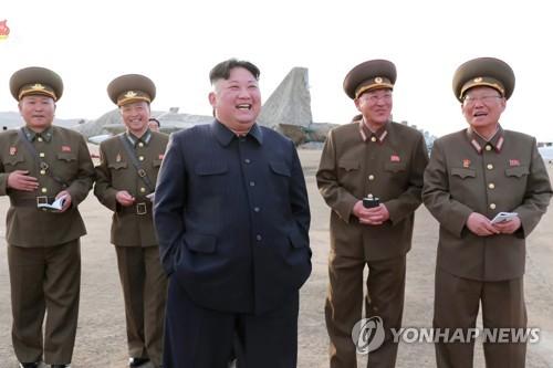 韩统一部:严密关注金正恩视察军队动向