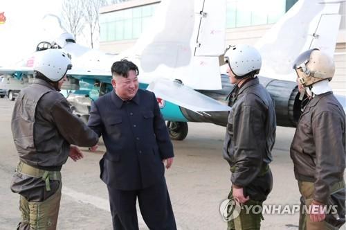 详讯:金正恩指导新型战术制导武器射击试验