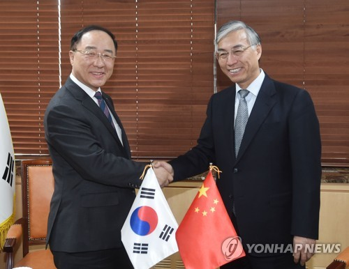 韩国副总理洪楠基会见中国驻韩大使邱国洪