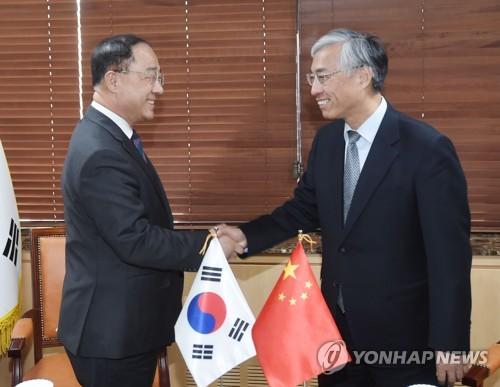 韩副总理接见中国大使