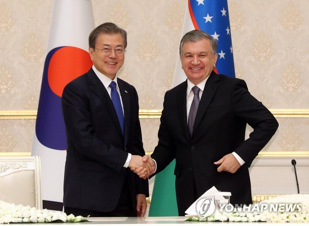 韩乌领导人握手