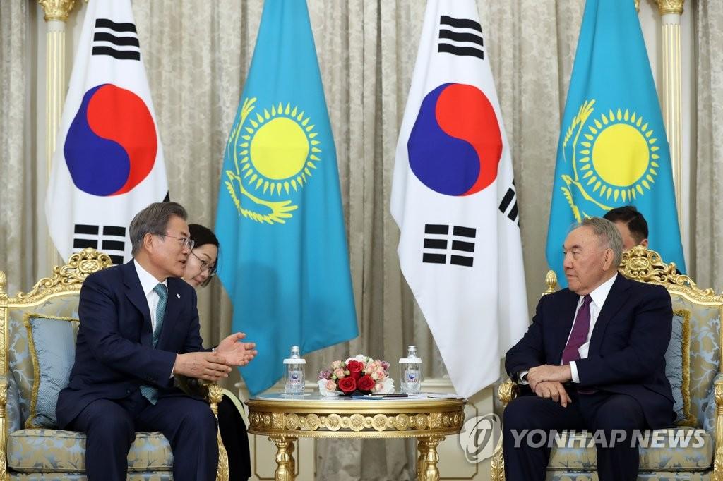 文在寅会晤哈萨克斯坦前总统纳扎尔巴耶夫