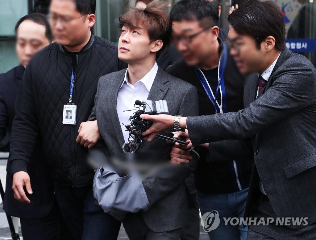 朴有天被捕后首次接受警方调查