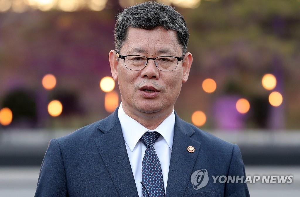 韩统一部长明访开城视察联络办公室