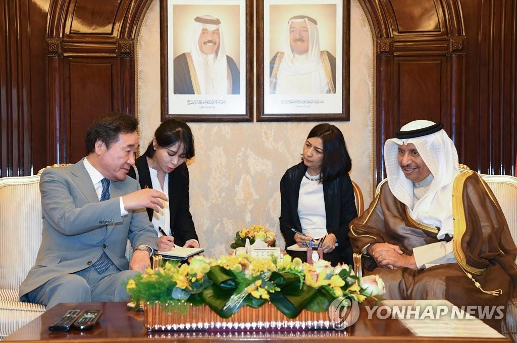 韩国总理李洛渊同科威特首相贾比尔举行会谈