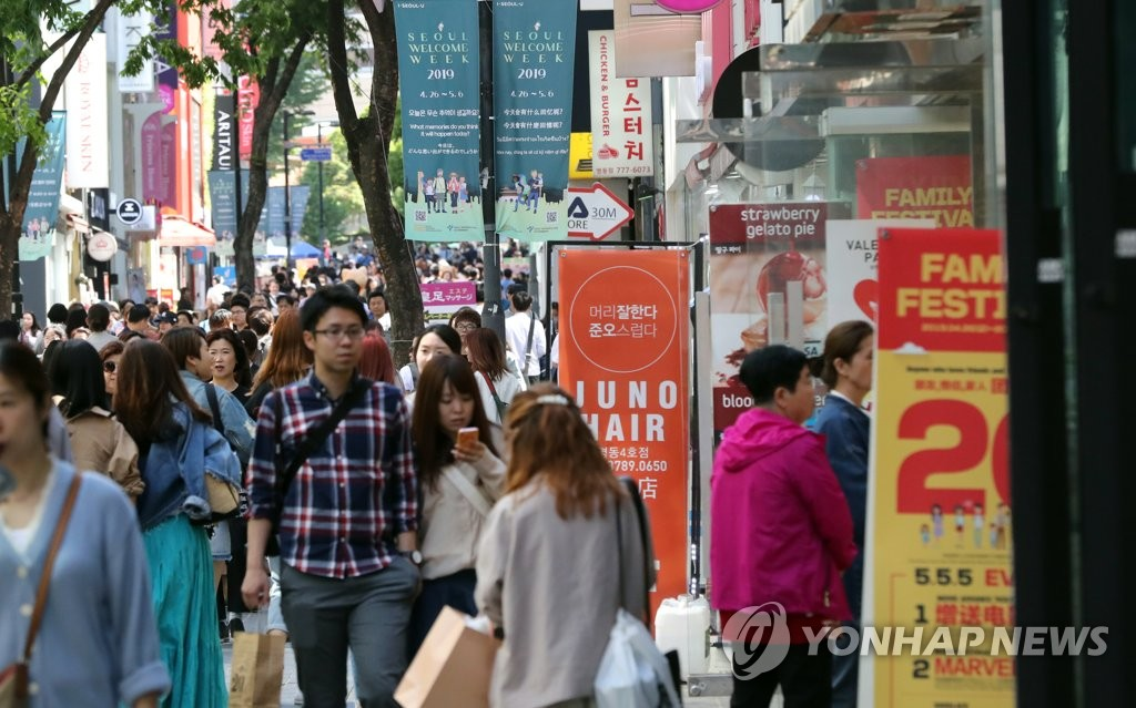 资料图片:5月2日,首尔明洞人头攒动。 韩联社